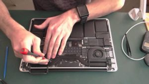 Как разобрать MacBook для чистки или ремонта в домашних условиях