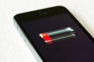 Почему iPhone быстро разряжается: самые распространённые причины и методы их устранения