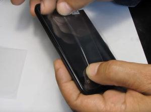 Снятие или наклейка плёнки на телефон