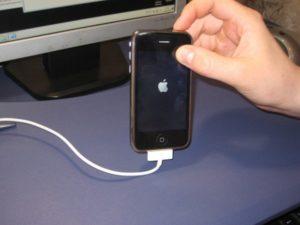 Что можно делать, если не включается iPhone